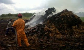 kebakaran-pabrik-gula-1118664