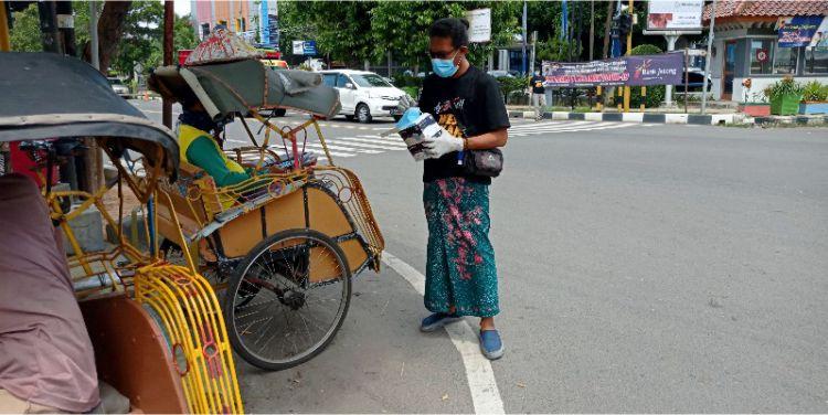Relawan Joglo Pergerakan Syukuran Bagikan 5000 Masker